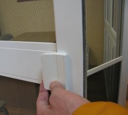 Москитная сетка на двери на магнитах.